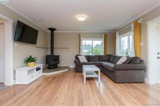 Photo 3: 193 Helmcken Rd in VICTORIA: VR View Royal House for sale (View Royal)  : MLS®# 812020