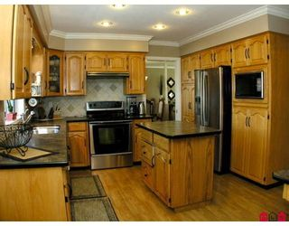 """Photo 2: 32301 SLOCAN Place in Abbotsford: Abbotsford West House for sale in """"FAIRFIELD ESTATES"""" : MLS®# F2831454"""