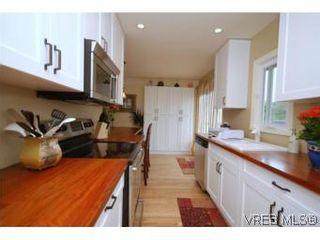 Photo 3: 2568 Eastdowne Rd in VICTORIA: OB Henderson House for sale (Oak Bay)  : MLS®# 514804