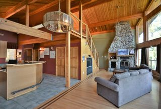 Photo 5: 4067 FRANCIS PENINSULA Road in Madeira Park: Pender Harbour Egmont House for sale (Sunshine Coast)  : MLS®# R2604603