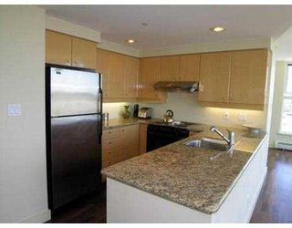 "Photo 3: 3007 1009 EXPO BV in Vancouver: Downtown VW Condo for sale in ""LANDMARK 33"" (Vancouver West)  : MLS®# V549103"