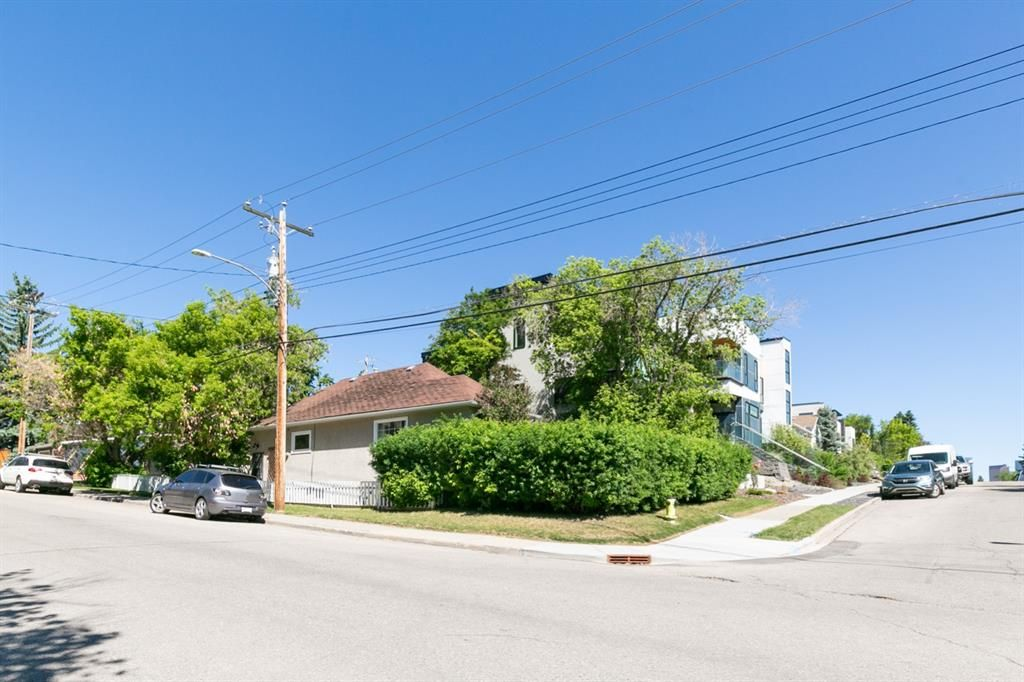 Main Photo: 3841 1 Street SW in Calgary: Parkhill Detached for sale : MLS®# A1122404