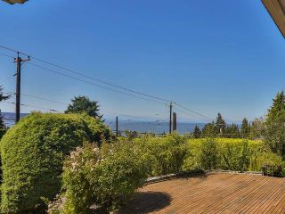 """Photo 3: 2095 MATHERS Avenue in West Vancouver: Ambleside House for sale in """"AMBLESIDE"""" : MLS®# V1078754"""