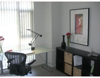 """Photo 6: 2F 1067 MARINASIDE Crescent in Vancouver: False Creek North Condo for sale in """"QUAYWEST"""" (Vancouver West)  : MLS®# V710459"""