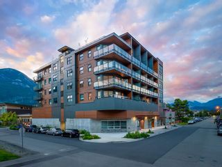 """Main Photo: 511 38013 THIRD Avenue in Squamish: Downtown SQ Condo for sale in """"The Lauren"""" : MLS®# R2577796"""