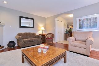 """Photo 4: 5748 168TH Street in Surrey: Cloverdale BC House for sale in """"RICHARDSON RIDGE"""" (Cloverdale)  : MLS®# R2024526"""