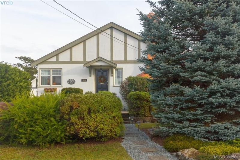 FEATURED LISTING: 835 Linkleas Ave VICTORIA
