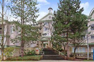 """Photo 1: 124 15268 105 Avenue in Surrey: Guildford Condo for sale in """"Georgian Gardens"""" (North Surrey)  : MLS®# R2502263"""