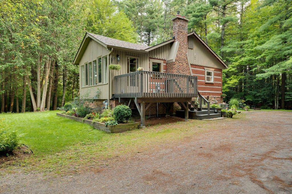 Main Photo: 7253 Highway 93 in Tay: House for sale : MLS®# 40148424