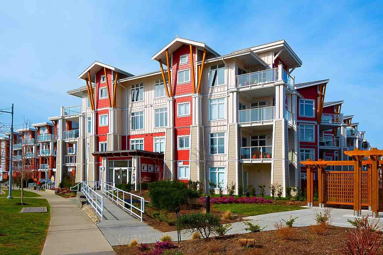 """Main Photo: 205 4211 BAYVIEW Street in Richmond: Steveston South Condo for sale in """"THE VILLAGE"""" : MLS®# R2550894"""