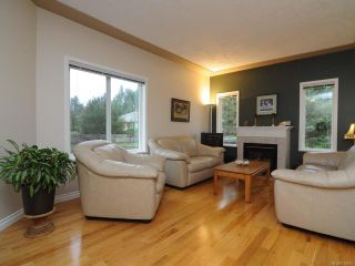 Photo 2: 201 2727 1st St in COURTENAY: CV Courtenay City Row/Townhouse for sale (Comox Valley)  : MLS®# 716740