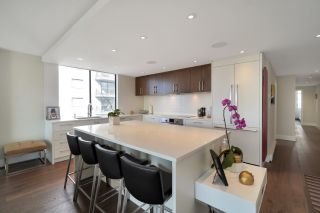 """Photo 5: 602 475 13TH Street in West Vancouver: Ambleside Condo for sale in """"Le Marquis"""" : MLS®# R2557858"""