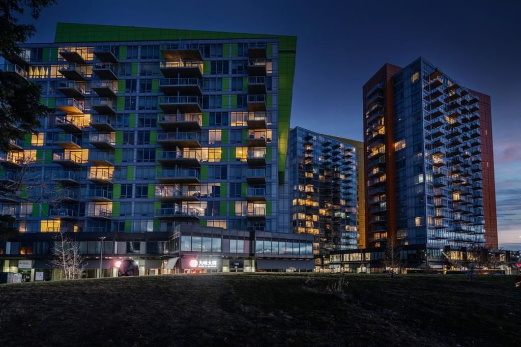 Main Photo: 604 30 Brentwood Common NW in Calgary: Brentwood Apartment for sale : MLS®# A1066602