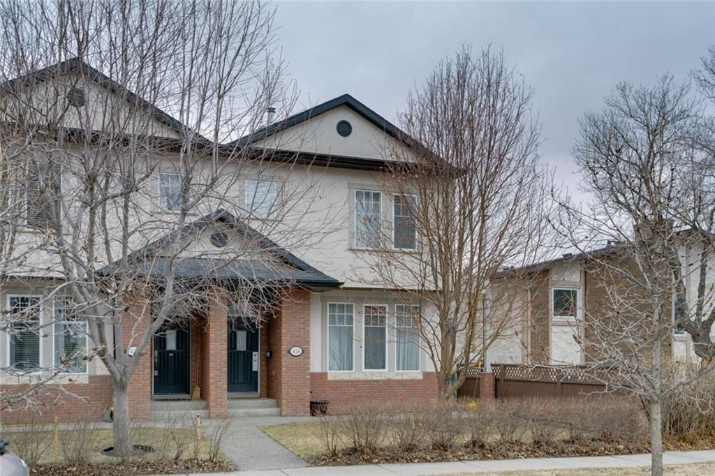 Main Photo: #2 424 9 AV NE in Calgary: Renfrew House for sale : MLS®# C4293883