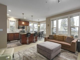 """Photo 9: 229 E QUEENS Road in North Vancouver: Upper Lonsdale Townhouse for sale in """"QUEENS COURT"""" : MLS®# R2362718"""