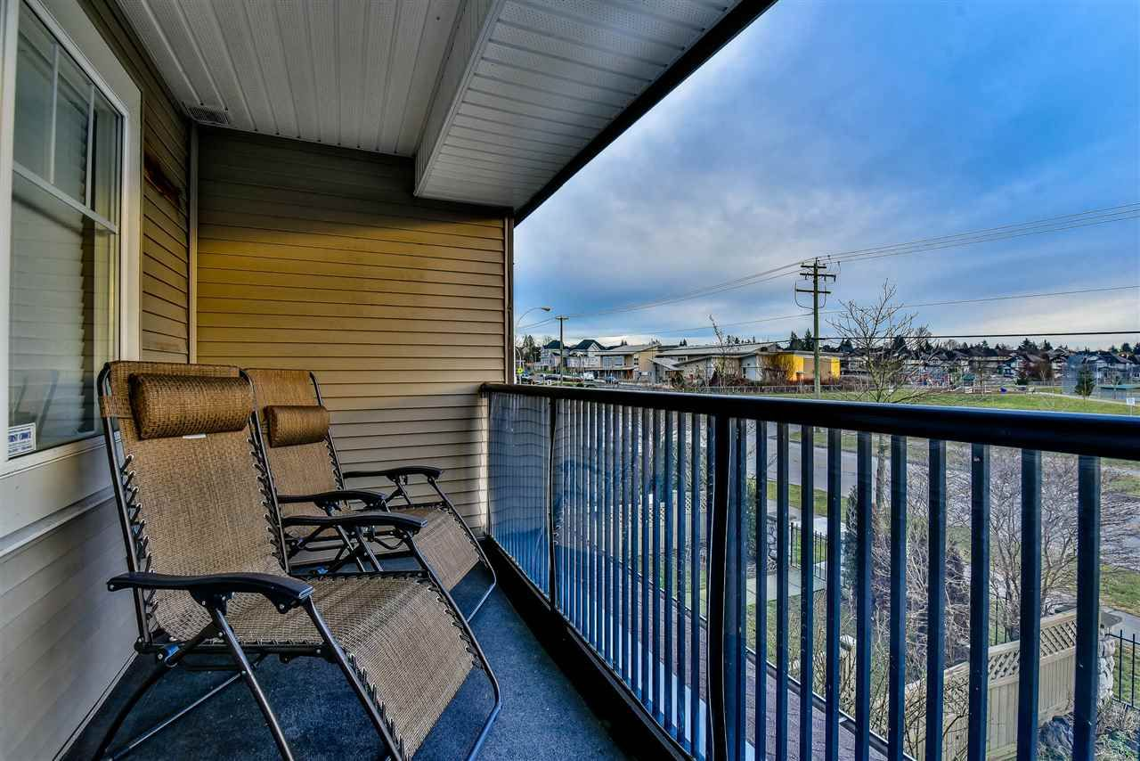 """Main Photo: 3 18181 68 Avenue in Surrey: Cloverdale BC Townhouse for sale in """"MAGNOLIA"""" (Cloverdale)  : MLS®# R2141372"""