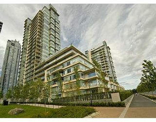 """Photo 1: 428 BEACH Crescent in Vancouver: False Creek North Condo for sale in """"KINGS LANDING"""" (Vancouver West)  : MLS®# V626269"""