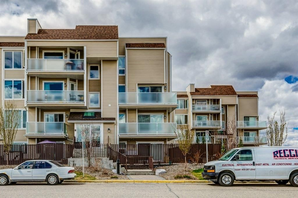 Main Photo: 308 3717 42 Street NW in Calgary: Varsity Apartment for sale : MLS®# A1105882