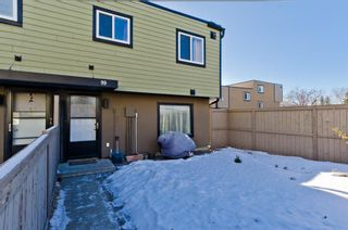 Photo 3: 99 3809 45 Street SW in Calgary: Glenbrook Row/Townhouse for sale : MLS®# A1066795