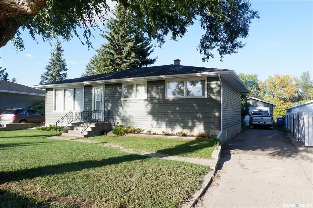 Main Photo: 112 Wood Crescent in Assiniboia: Residential for sale : MLS®# SK870891