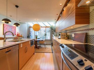 """Photo 9: 1674 ARBUTUS Street in Vancouver: Kitsilano Townhouse for sale in """"Arbutus Court"""" (Vancouver West)  : MLS®# R2561294"""