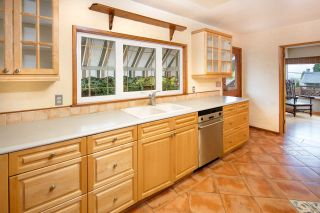 Photo 4: 1308 BAYVIEW Square in Coquitlam: Harbour Chines House for sale : MLS®# R2123105