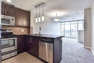 """Photo 1: 2007 888 CARNARVON Street in New Westminster: Downtown NW Condo for sale in """"Marinus at Plaza 88"""" : MLS®# R2333675"""