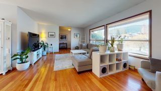 Photo 2: 873 POPLAR Lane in Gibsons: Gibsons & Area House for sale (Sunshine Coast)  : MLS®# R2562364