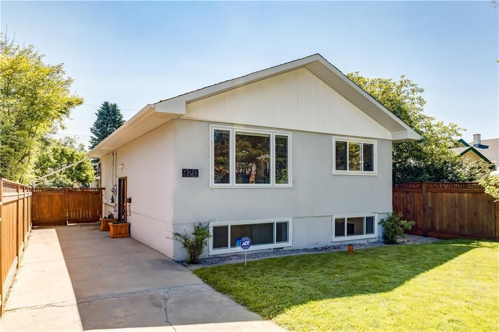 Main Photo: 920 39 Street SW in Calgary: Rosscarrock Detached for sale : MLS®# C4306220