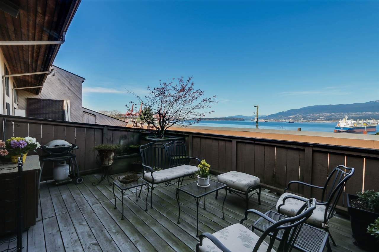 Main Photo: 405 2336 WALL STREET in : Hastings Condo for sale : MLS®# R2053488