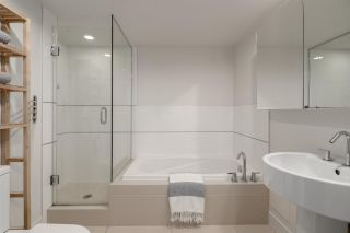 """Photo 21: 808 565 SMITHE Street in Vancouver: Downtown VW Condo for sale in """"Vita"""" (Vancouver West)  : MLS®# R2575019"""