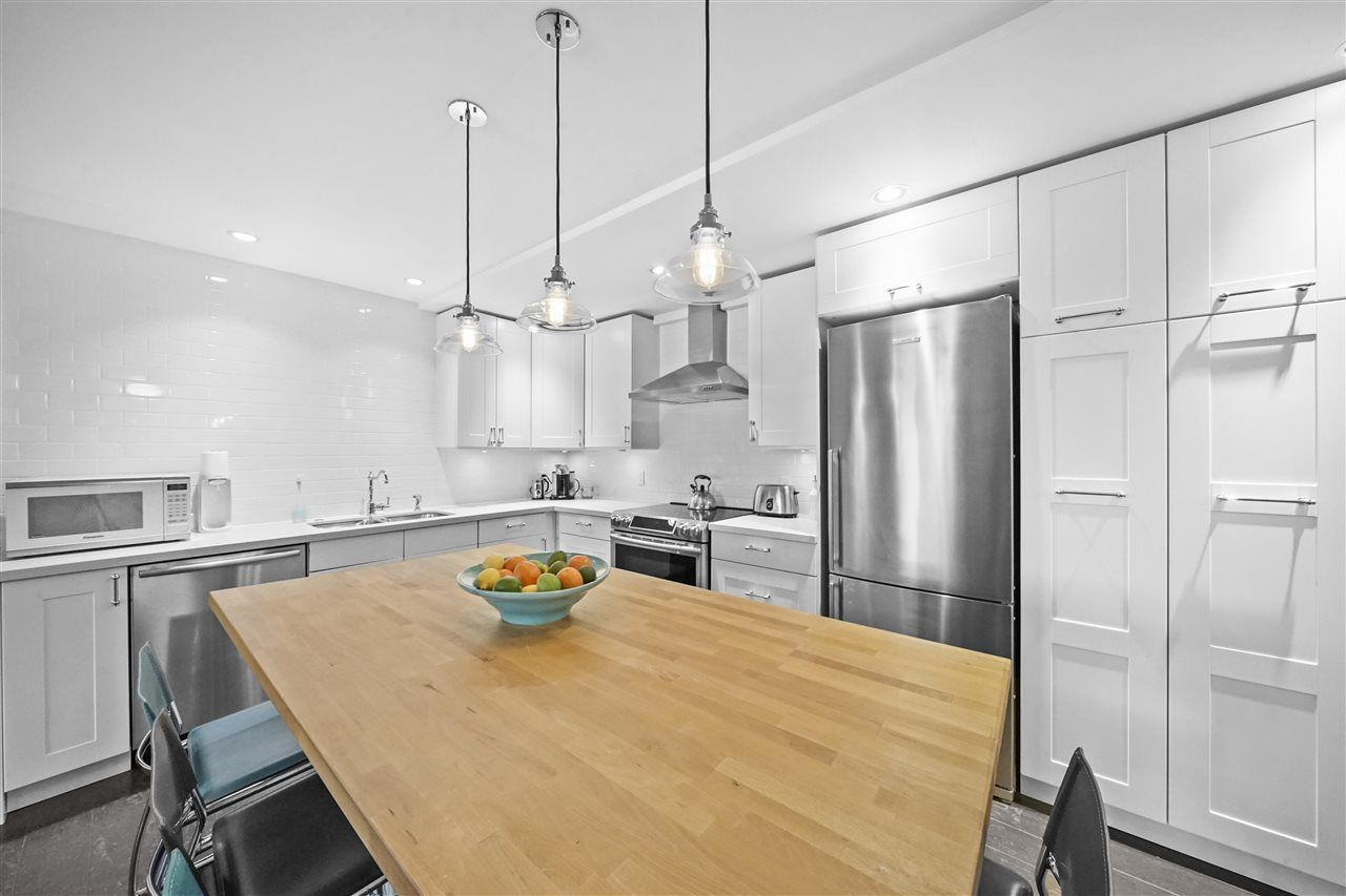 "Main Photo: 218 2416 W 3RD Avenue in Vancouver: Kitsilano Condo for sale in ""Landmark Reef"" (Vancouver West)  : MLS®# R2560875"