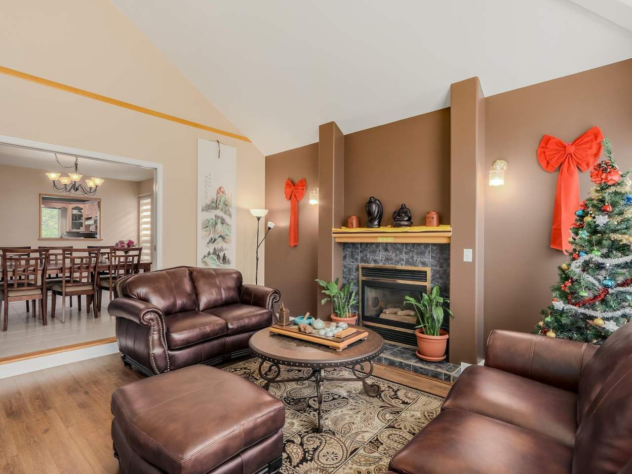 """Photo 5: Photos: 8238 149 Street in Surrey: Bear Creek Green Timbers House for sale in """"SHAUGHNESSY"""" : MLS®# R2078750"""
