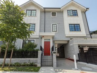 """Main Photo: 1 1133 RIDGEWOOD Drive in North Vancouver: Edgemont Townhouse for sale in """"Edgemont Walk"""" : MLS®# R2599592"""