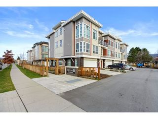 """Photo 1: 21 8466 MIDTOWN Way in Chilliwack: Chilliwack W Young-Well Townhouse for sale in """"MIDTOWN 2"""" : MLS®# R2531034"""