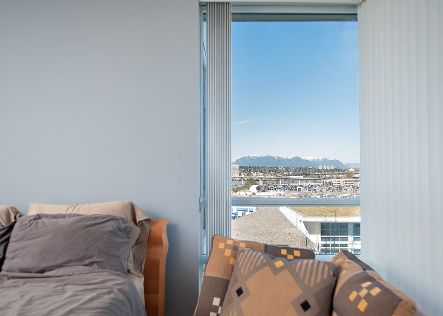 """Photo 8: Photos: 1002 3333 CORVETTE Way in Richmond: West Cambie Condo for sale in """"WALL CENTRE RICHMOND"""" : MLS®# R2054097"""