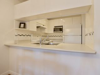 """Photo 8: 307 3638 W BROADWAY Street in Vancouver: Kitsilano Condo for sale in """"CORAL COURT"""" (Vancouver West)  : MLS®# R2354211"""