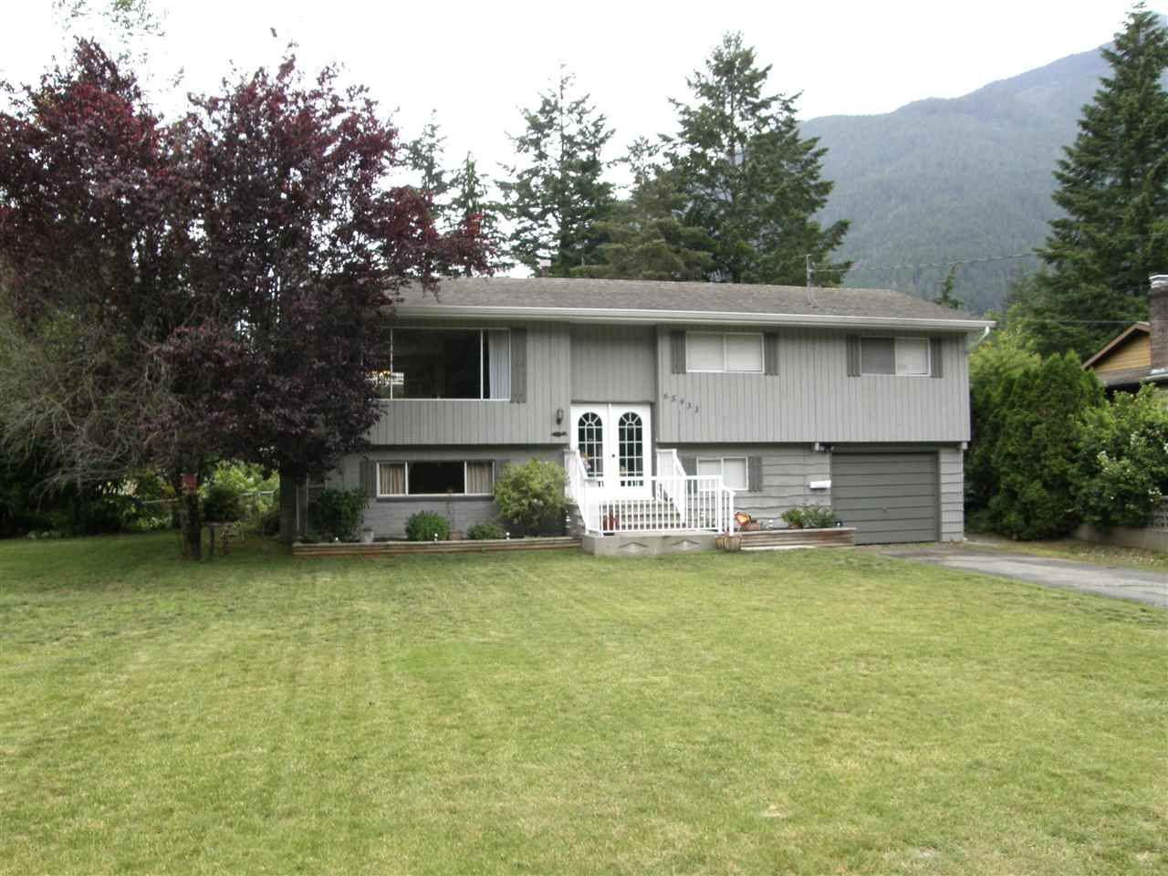 Main Photo: 65933 PARK Avenue in Hope: Hope Kawkawa Lake House for sale : MLS®# R2377604