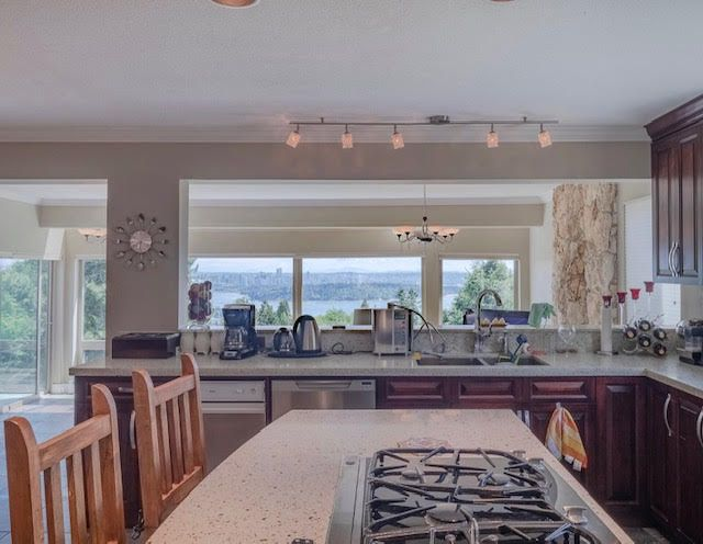 Photo 12: Photos: 2426 Westhill Court Upper in West Vancouver: Westhill House for rent