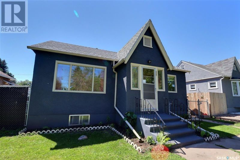 FEATURED LISTING: 527 9th ST E Prince Albert