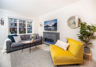 Photo 2: 2496 ST. CATHERINES STREET in Vancouver: Mount Pleasant VE Townhouse for sale (Vancouver East)  : MLS®# R2452181
