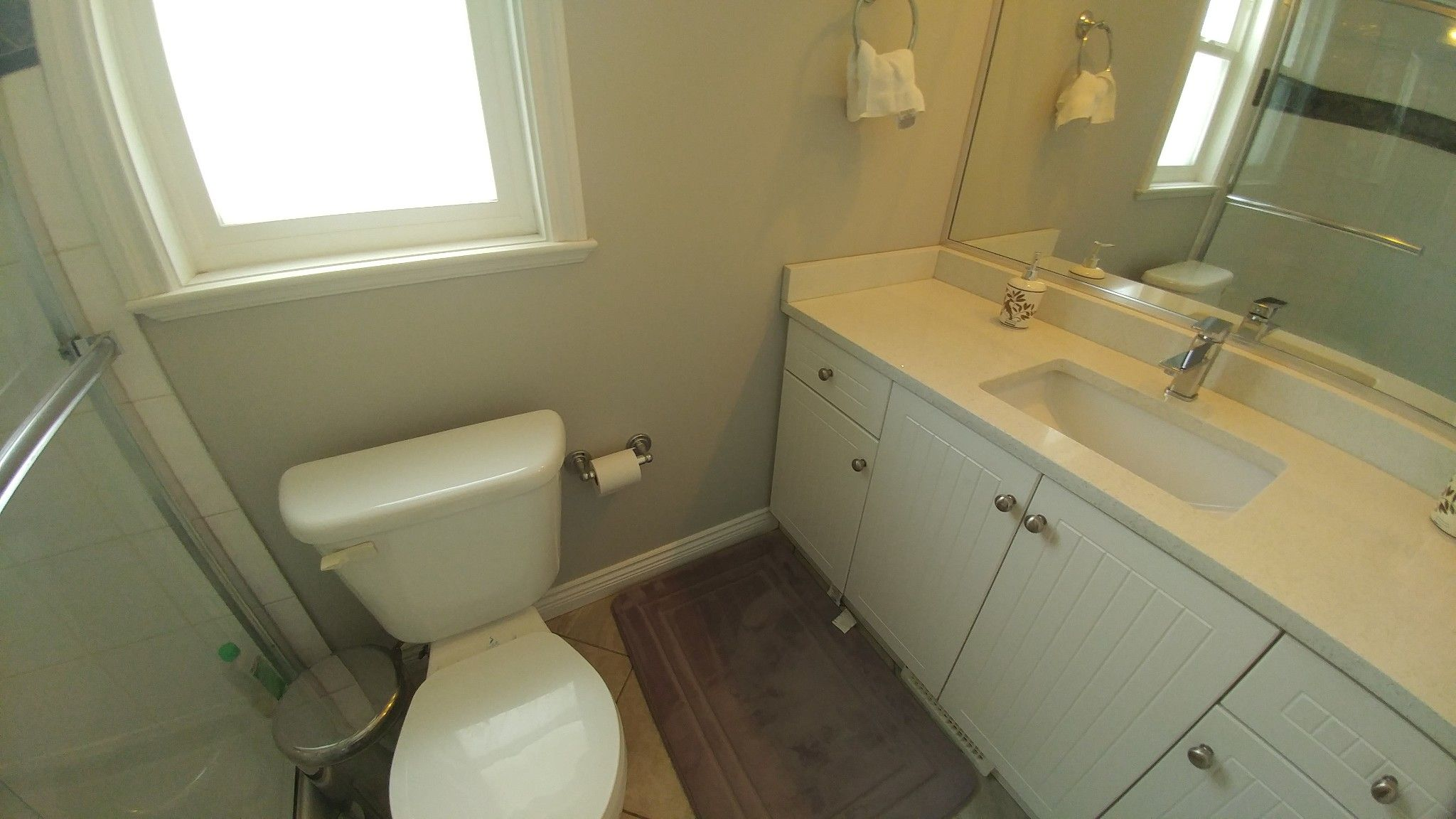 Photo 11: Photos: Upper 7137 190th St. in Surrey: Condo for rent