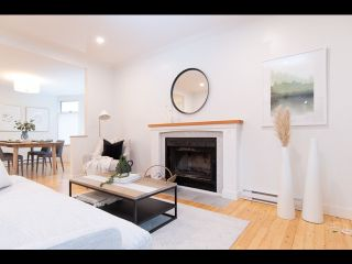 Photo 2: 36 W 14TH AVENUE in Vancouver: Mount Pleasant VW Townhouse for sale (Vancouver West)  : MLS®# R2541841