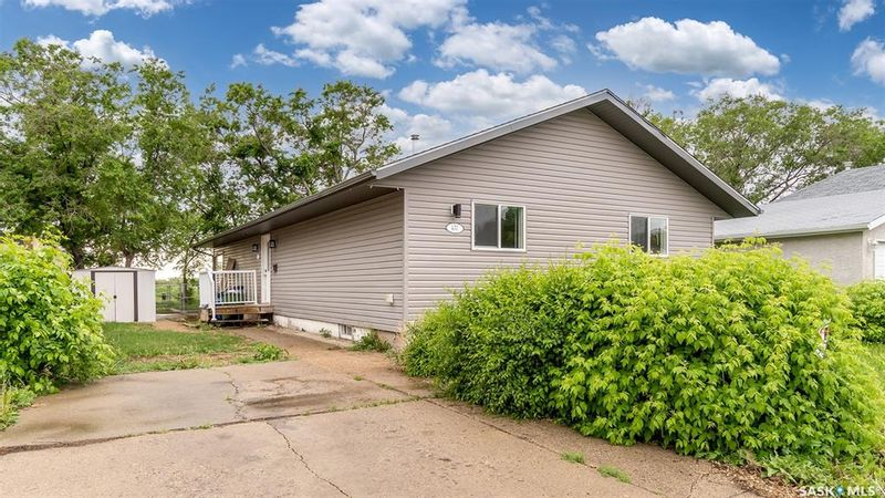 FEATURED LISTING: 431 Vaughan Street West Moose Jaw