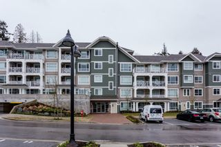 """Photo 4: # 414 -16388 64 Avenue in Surrey: Cloverdale BC Condo for sale in """"THE RIDGE AT BOSE FARMS"""" (Cloverdale)  : MLS®# R2143424"""