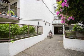"Photo 3: 303 2222 PRINCE EDWARD Street in Vancouver: Mount Pleasant VE Condo for sale in ""Sunrise on the Park"" (Vancouver East)  : MLS®# R2550445"