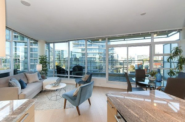 """Photo 3: Photos: 1101 88 W 1ST Avenue in Vancouver: False Creek Condo for sale in """"THE ONE"""" (Vancouver West)  : MLS®# R2234746"""