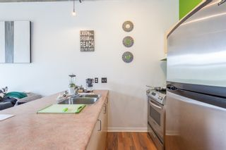 """Photo 3: 303 22 E CORDOVA Street in Vancouver: Downtown VE Condo for sale in """"Van Horne"""" (Vancouver East)  : MLS®# R2191464"""