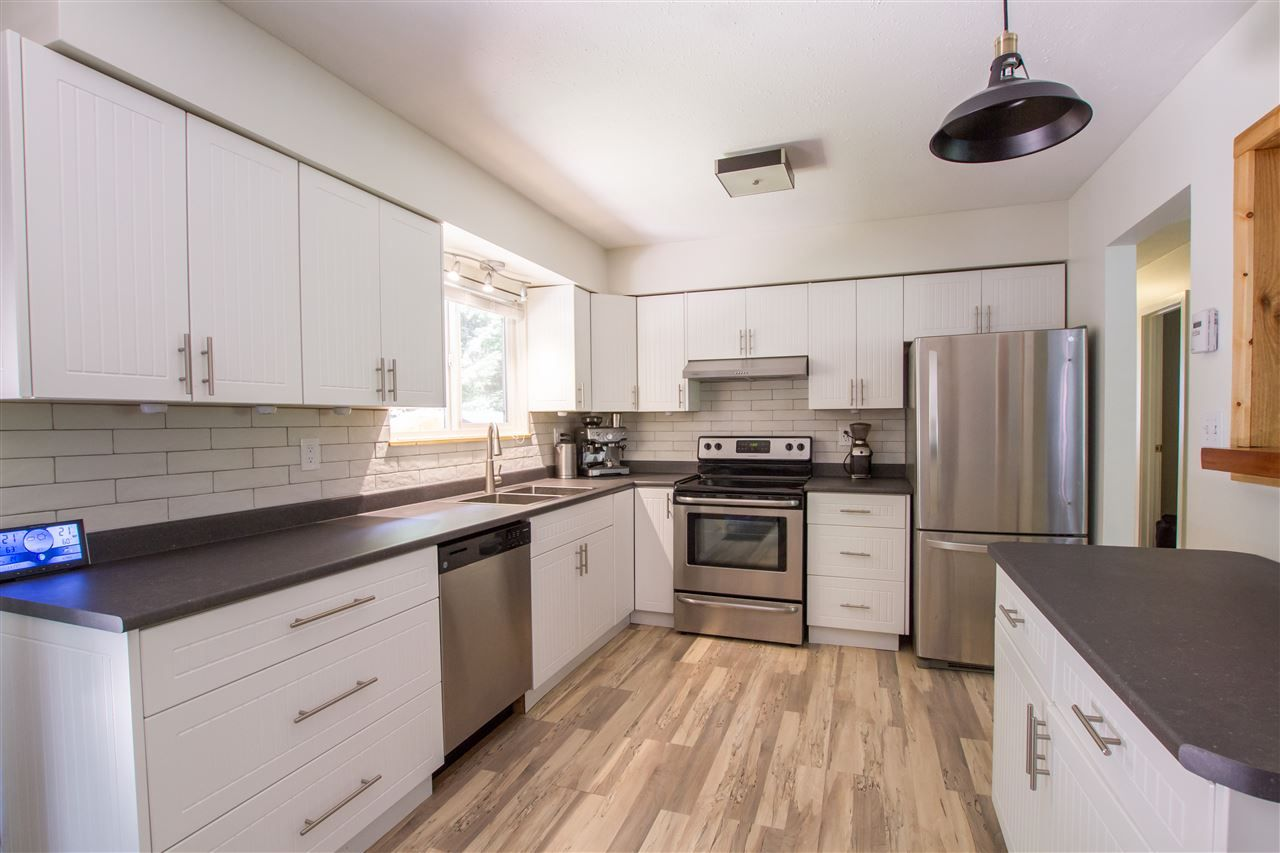 Photo 6: Photos: 41929 ROSS Road in Squamish: Brackendale House for sale : MLS®# R2514201