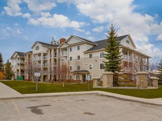 Main Photo: 201 17 Country Village Bay NE in Calgary: Country Hills Village Apartment for sale : MLS®# A1143984